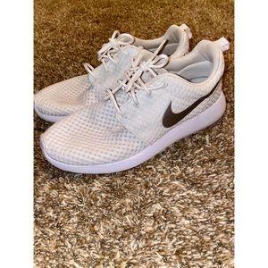 Nike White Roshe